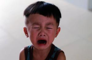 """家长不应因为自己""""不爽""""就不让娃哭,让孩子哭,比逗他笑更重要"""