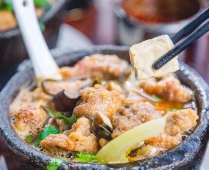 一口热汤驱走寒气,软嫩多汁鸡肉砂锅!让你暖胃又暖身!
