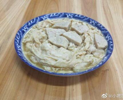 肉饼可以这样煮,即炸腐竹煮肉饼,肉饼汤薯粉!潮汕美食真多!